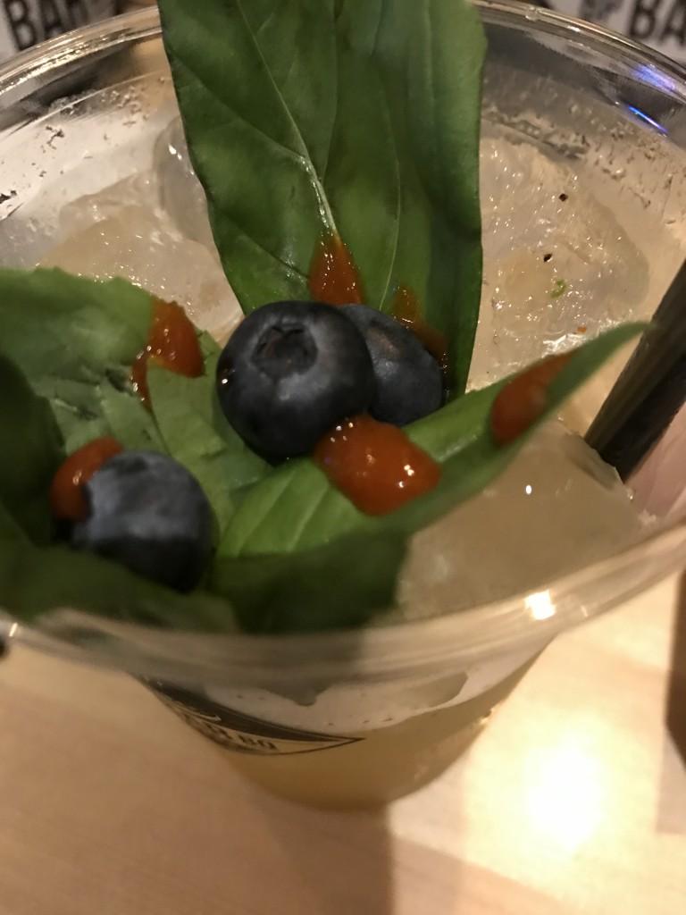 koktél: barna rum, sriracha, és megannyi más..