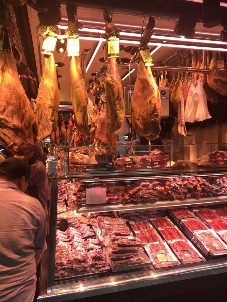 Bellota és egyéb sonkák a Boqueria piacon